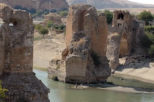 Tigris_River_Bridge,_Hasnankeyf,_Turkey2
