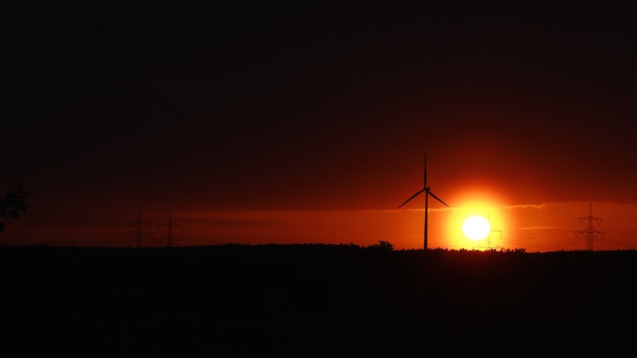 Renewable energy provides 70 percent of new generating capacity in first half of 2015