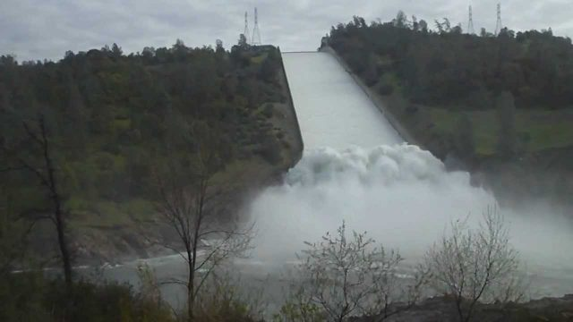 Extreme weather: Oroville Dam emergency spillway threatened by intense rain